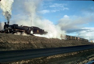 Mitsubishi 2da. Serie 1963 2-10-2 n 120 con un tren carbonero cargado saliendo de 20160512191651829